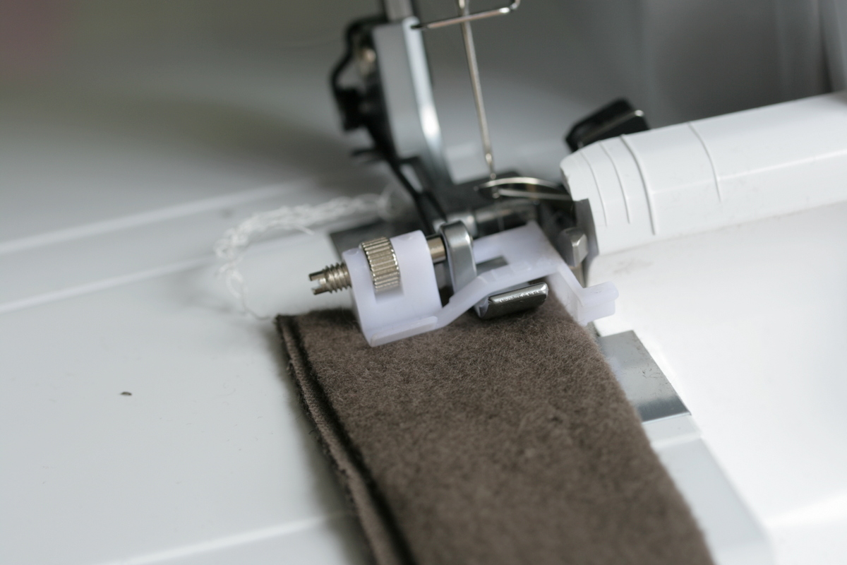 The Crafty Kitty | How to flatlock using an overlocker and a regular sewing machine