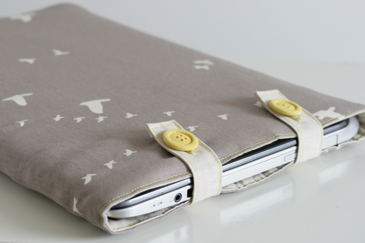 The Crafty Kitty | Padded Organic Canvas Laptop Sleeve Tutorial